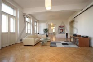 Obývací pokoj o ploše 53 m2 - Pronájem bytu 4+kk, 200 m2, Praha 2 -Vinohrady, Čelakovského sady