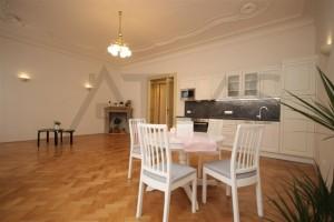 obývací pokoj Pronájem čerstvě zrekonstruovaného bytu 2+kk, 78m2 Praha 2 - Vinohrady, Korunní ulice