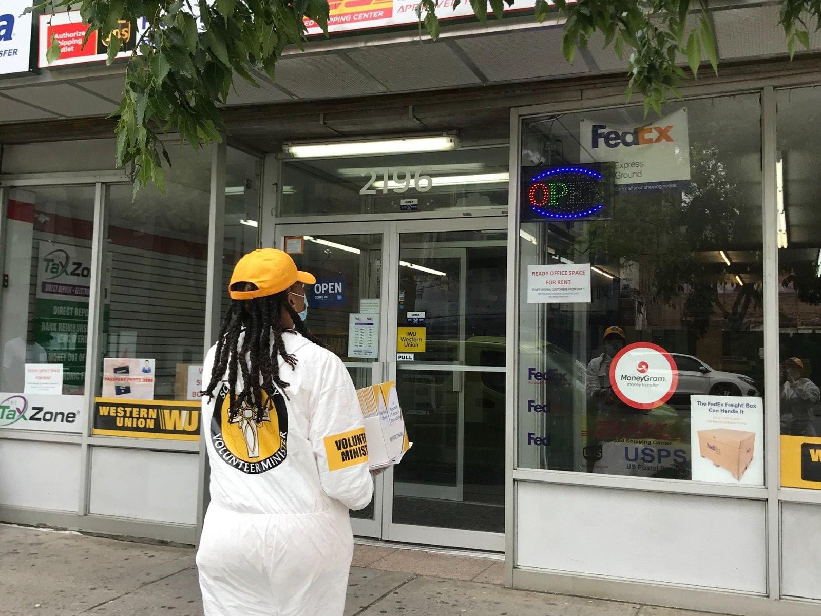Harlem chystal znovu otevřít, scientologičtí dobrovolníci se vydali do ulic s důležitými informacemi, aby pomohli sousedům vyhnout se druhé vlně pandemie COVID-19