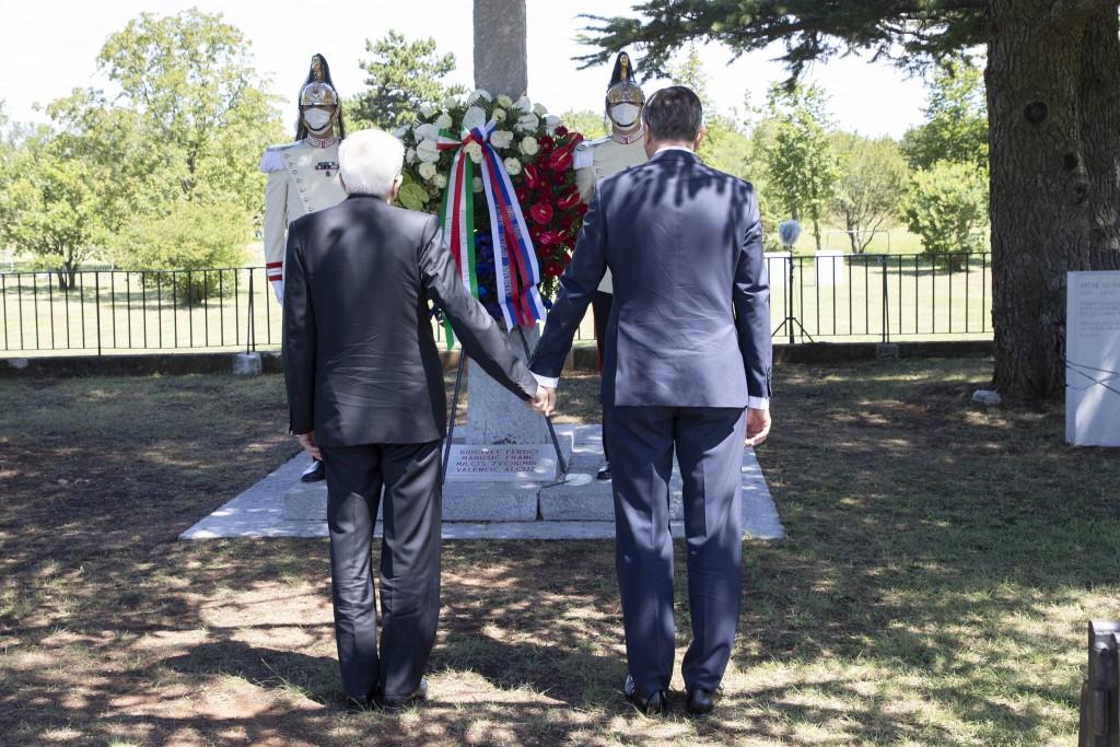 Italský a Slovinský prezidenti se držely za ruce