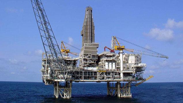 těžby ropy na moři v Ázerbajdžánu