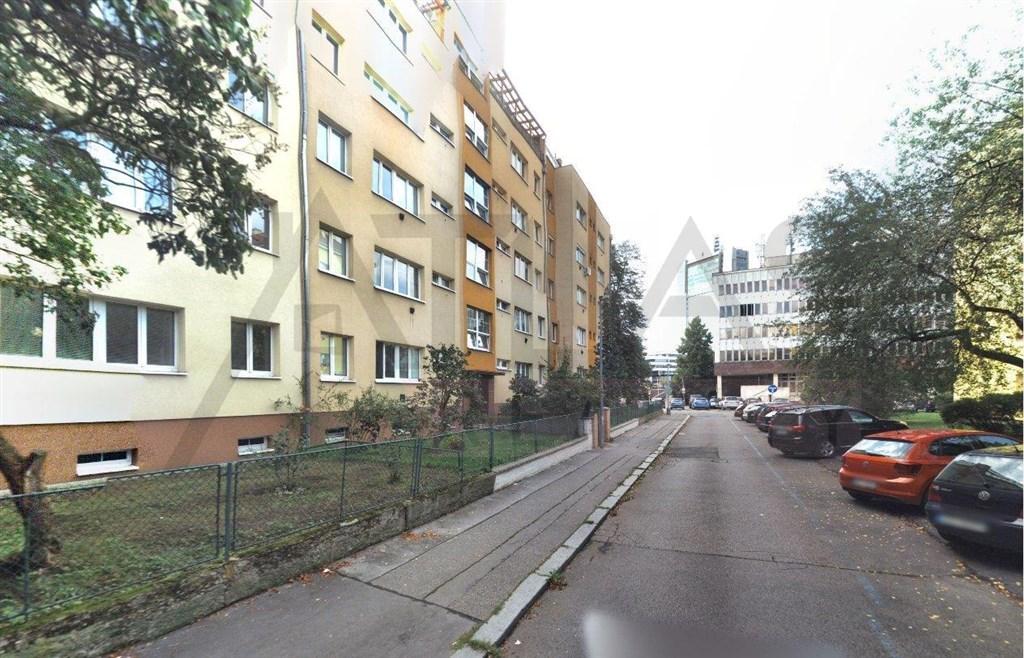 Pronájem částečně zařízeného bytu 2+1 Praha 4 - Pankrác